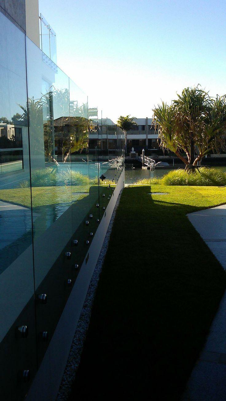 Glass pool fencing - Voodoo glass - http://www.voodooglass.com.au