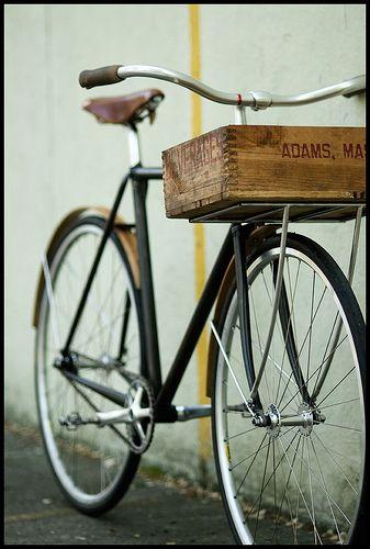 Men's version of my favorite kind of bicycle. (check out that box basket <3 )