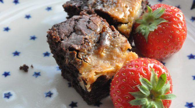 Lækker syndig brownie med karamel - af kondenseret mælk | NOGET I OVNEN HOS BAGENØRDEN