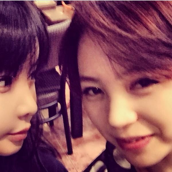 """""""#Mom'sBirthdayCelebrationㅋㅋ#WithMyBelovedSister and I… really… it's been a long time… #IFeelHappy…^^"""""""