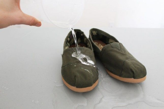 Waterproof your shoes using beeswax and a blow dryer. Click through for the how-to.