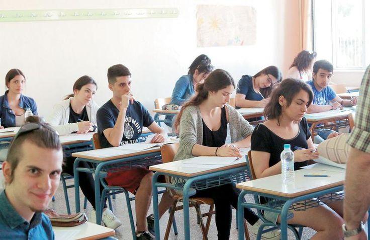 Οι ευκαιρίες που κρύβουν οι δίδυμες σχολές   Εχουν λιγότερα μόρια από ομοειδείς σχολές της Αθήνας και της Θεσσαλονίκης. Αποτελούν εξαιρετικές επιλογές για όσους δικαιούνται μετεγγραφή  Τις ευκαιρίες εύκολης πρόσβασης στις φετινές Πανελλαδικές που θα έχουν όσοι υποψήφιοι πληρούν τις προϋποθέσεις για μετεγγραφή είτε έχουν τη δυνατότητα να σπουδάσουν σε περιφερειακά ιδρύματα παρουσιάζει το σημερινό Εθνος -Παιδεία έναν μήνα πριν από την έναρξη των Πανελλαδικών.Οι διαφορές σε ορισμένες…