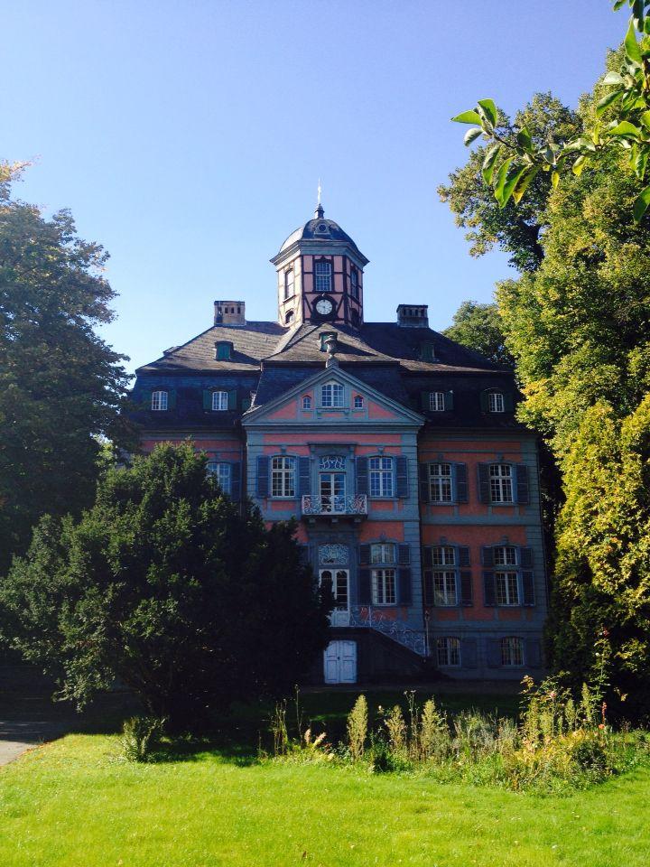 SCHLOSS ARFF. Kleinod im Kölner Norden