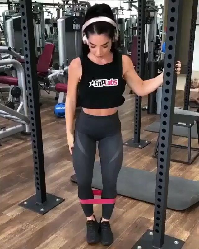 GLUTES WORKOUT!!!🍑🍑🍑 . Easy Resistance Bands Workout Very