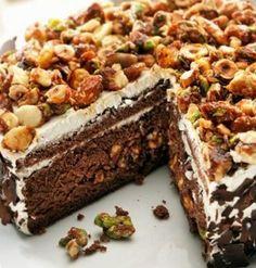 Krokanlı keki mutlaka deneyin ve bu kek tarifimizi en sevdiğiniz insanlarla paylaşın. Kim bilir belki onlarda bu tarifinizi sevecek ve hoşlarına gidecek.