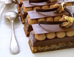 Le petit antoine : une dacquoise à la noisette, un croustillant au praliné, un crémeux au chocolat noir et une chantilly chocolat au lait,