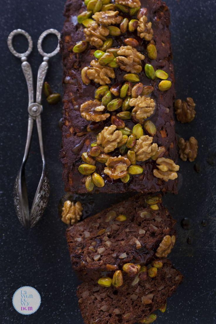 To ciasto jest doskonałym poprawiaczem nastroju. No bo co może być przyjemniejszego, niż zajadanie się czymś tak pysznym i to bez wyrzutów sumienia :) Ciasto nie zawiera tłuszczu, a naturalna słody…