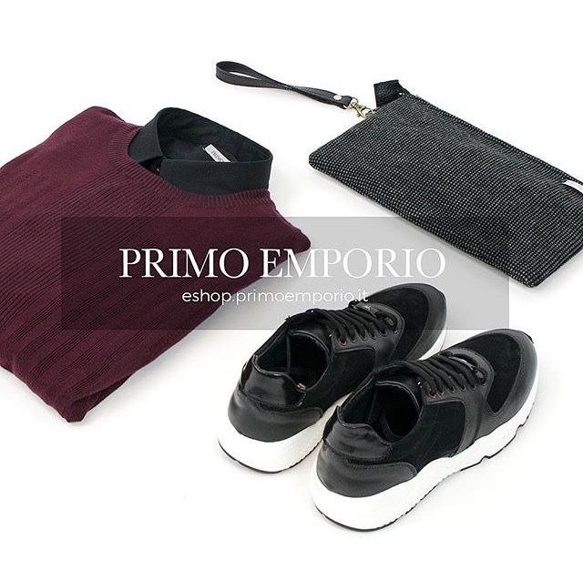 • Outfit of the Evening 🍷👟 •  Starting from Midnight will be St. Valentine Special on our Online Store 🕛❤️ 