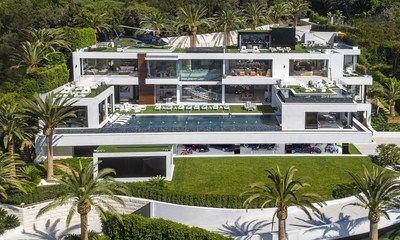 El hogar más caro de los Estados Unidos valorado en USD$250 millones; el diseñador de lujo Bruce Makowsky saca a la luz su última obra maestra   La octava maravilla del mundo ya está aquí. El apodado Rey de la especulación y Magnate inmobiliario Bruce Makowsky conquista el Triángulo de Platino de Los Ángeles con su última propiedad trofeo diseñada meticulosamente de principio a fin con obras de arte exclusivas de todas partes del mundo.  BEL AIR California Enero de 2017 /PRNewswire/ - El…