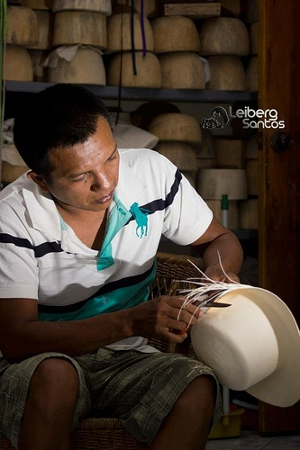 "The Spondylus route between Santa Rosa and Puerto Cayo manifests a site of ancient skills unique in the world, in the commune of Pile remaining in the Montecristi province of Manabi, where they make the famous fine straw hats. ""Montecristi Hats"""