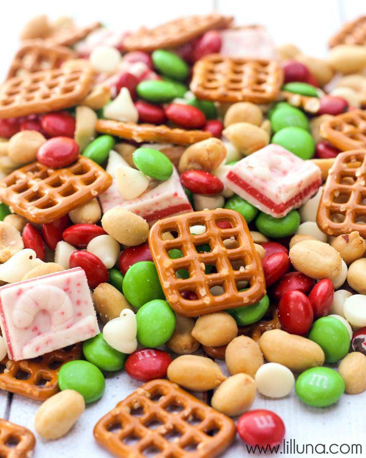Delicious Christmas Snack Mix - perfect for parties! { lilluna.com }