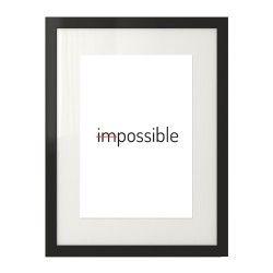 """Plakat typograficzny z napisem """"imposible"""" gdzie skreślone zostały pierwsze dwie litery tworząc ostatecznie słowo """"possible"""""""