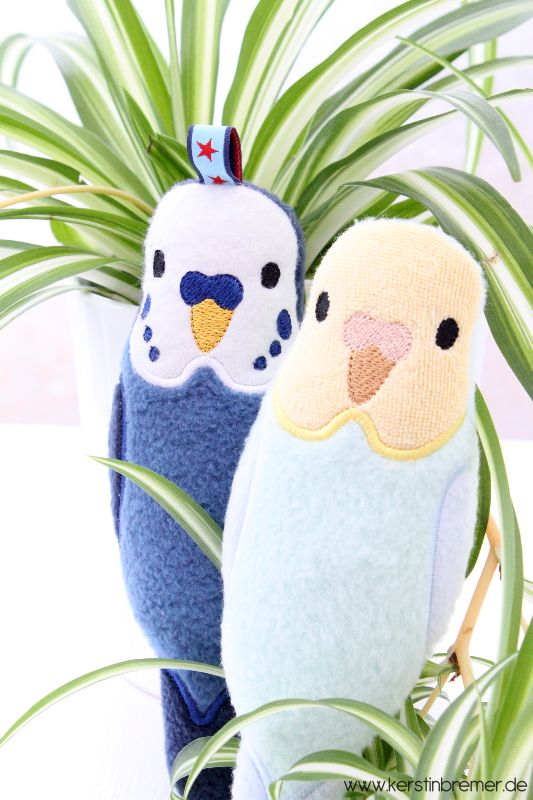 Wellensittiche ITH Stickdatei von Stickdesign Kerstin Bremer. So cute! Budgie ith embroidery design for embroidery machine. #sticken #embroiderydesign #animal #budgies #wellensittiche