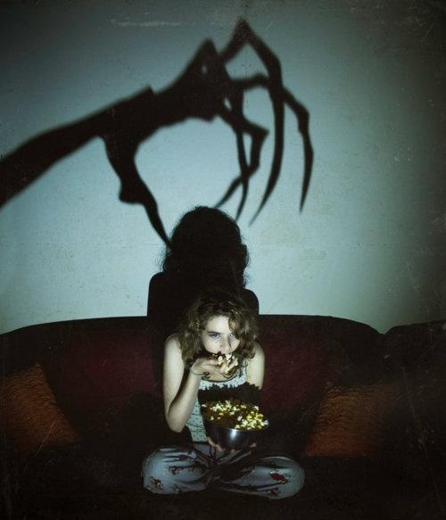 This is how I feel when I watch scary movies!: