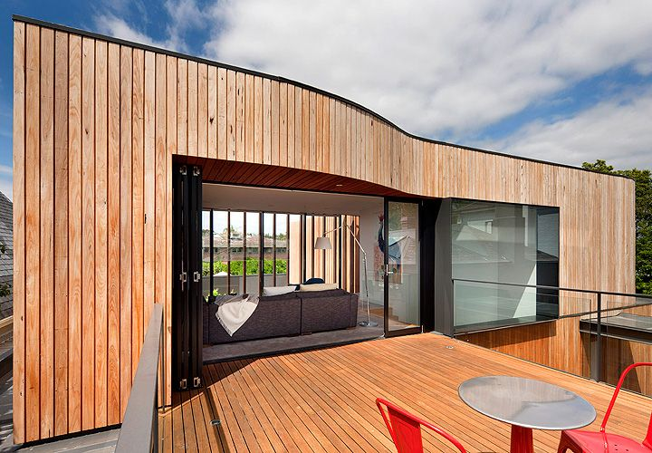 Kooyong House : decking is an extension of the facade