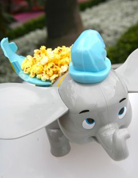 I've never seen this before but I WANT ONE! Must get on our next trip! Dumbo Popcorn Bucket at Disney Parks