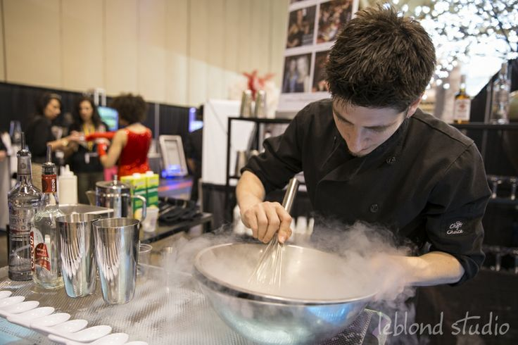 making icy drinks at cse expo14 - www.bartender1.com
