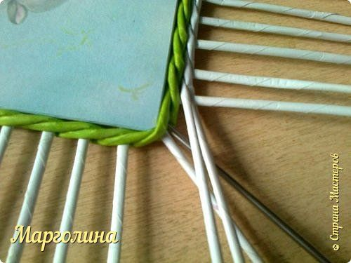 Мастер-класс Поделка изделие Плетение Небольшой МК прямоугольной крышки Как ее делаю я Бумага Бумага газетная Трубочки бумажные фото 3