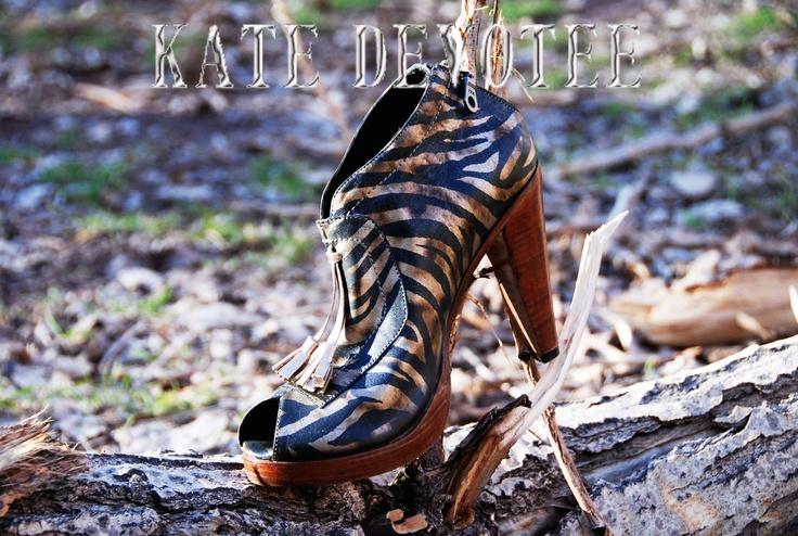 """Colección Animal Print. """"Zapatos Encuéntralos en Almacenes Paris Alto Las Condes"""" 100% Cuero Visita nuestra Tienda Online: www.katedevotee.cl www.katedevotee.b... Síguenos en Facebook, Twitter y Blog"""
