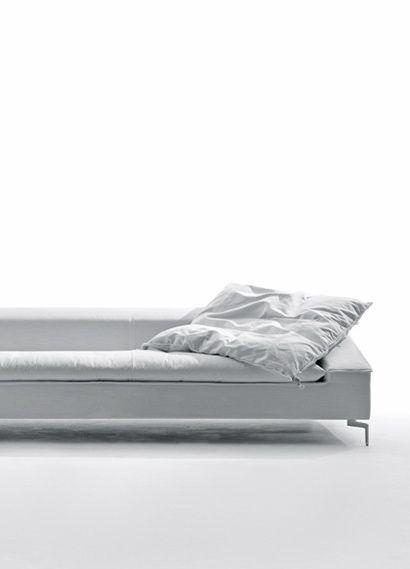 fiction sofa in white couch sofa canap design giuseppe vigan saba italia. Black Bedroom Furniture Sets. Home Design Ideas