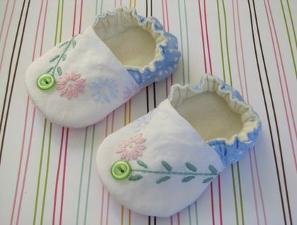 MissMollyCoddle 'One of a kind' Vintage Embroidery and Button Shoes 0-6months