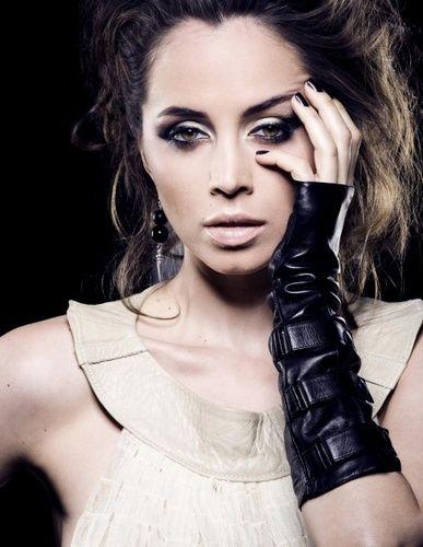Makeup. Eliza Dushku
