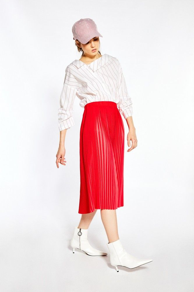 8f6665f985 Falda plisada bicolor 26€ La mejor selección de vestidos y faldas para esta  temporada la