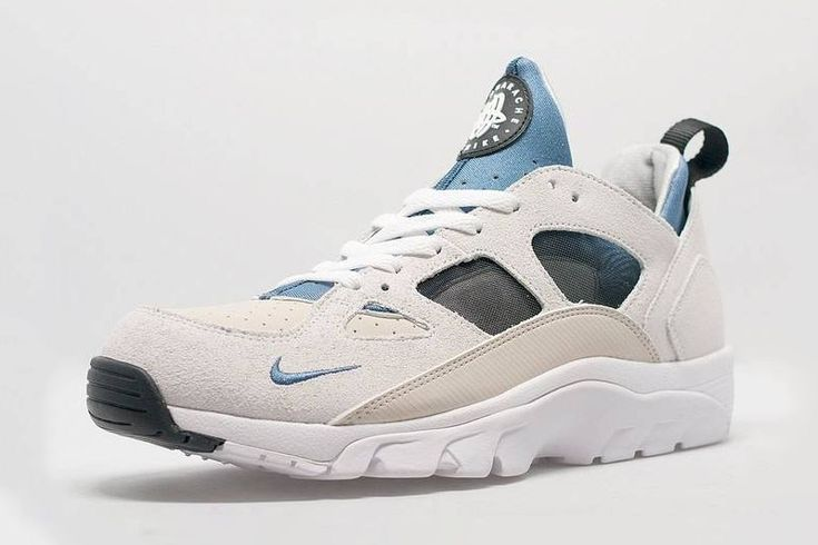 Check out this brand new colorway of the Nike Air Trainer Huarache Low coming in a light sand and baby blue colorway.
