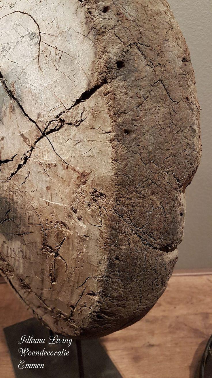 zeer oud wiel uit India hardhout op metalen voet