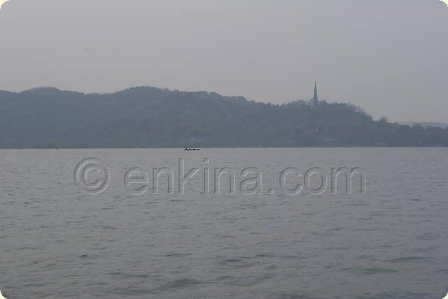 Τουρίστες στην Κίνα. Ταξιδεύετε στο Χαντζιόου (Hangzhou) στην Κίνα; Μην χάσετε την υδάτινη πανδαισία ήχου, εικόνας και κίνησης στην Δυτική Λίμνη. - Ταξίδι και Αξιοθέατα στο Χαντζιόου Hangzhou στην Κίνα