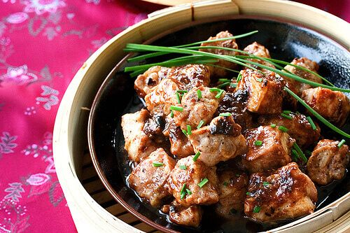 Chinese steamed spareribs w/ black bean sauce. This looks interesting & amazing! Don't be afraid to experiment w/ your food!