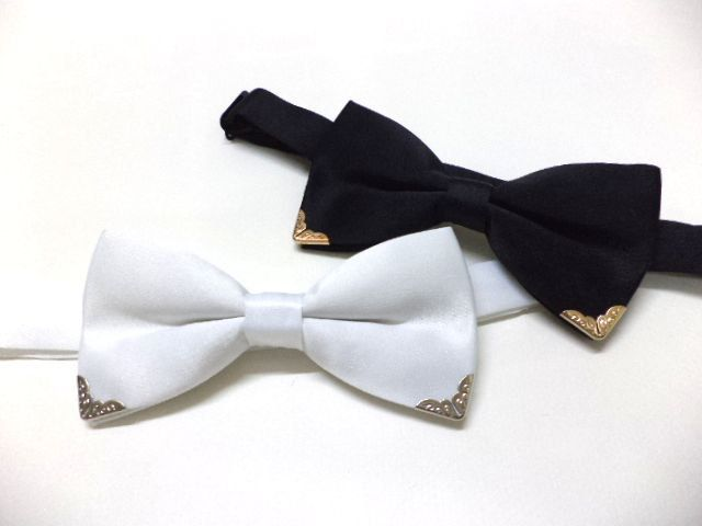 Black bowtie with gold colour metal tips, mens bow tie, wedding, groom, groomsmen, black bow tie, retro,Victorian style,pre-tied