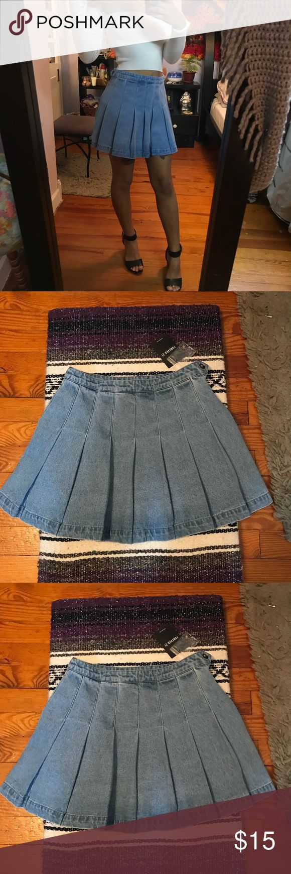 NWT AMAZING Forever 21 denim skirt NWT super cute, denim pleated skirt by Forever 21. Has a partial zipper on the side, a staple for Summer 2018 😍😍 open to all offers! Forever 21 Skirts