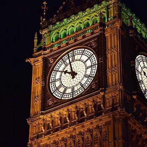 Instagram【kinmedaru】さんの写真をピンしています。 《「英國紀錄」 最近瘋狂整理英國照片 去年8月的照片拖到現在😂 當時夜拍大笨鐘最喜歡這一張💕 完全感受到單眼的強大!! 看著看著又想出國了哈哈 「イギリス記録」 旧正月期間、イギリス旅行の写真を整理してます! 去年の8月に行ってきたのに、まさか今やるとは(笑) 念願のビッグベンの夜景撮影、一番お気に入りの写真はコレです❤ 一眼レフを持って行って良かった!!!と撮りながら思ってました(笑) また旅行行きたいな✈✈✈ #英國 #倫敦 #觀光 #景點 #夜景 #旅行 #大笨鐘 #イギリス #ロンドン #ビッグベン #エリザベスタワー #人気 #観光 #綺麗 #夜 #bigben #unitedkingdom #beautiful #travel #trip #london #elizabethtower #uk #instagood #lovelondon #night #building #light #lightout #nightview》