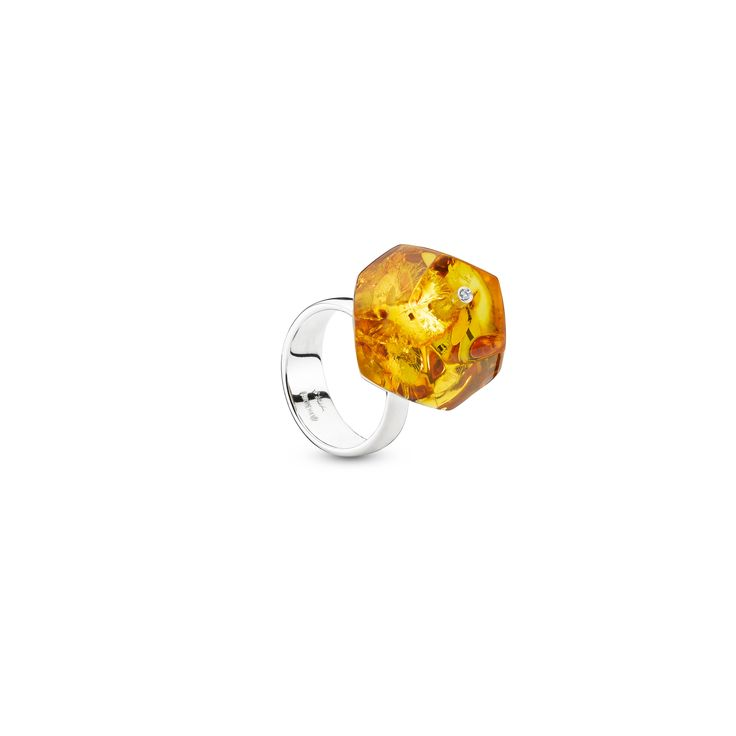 House of Amber by Bukkehave - Amber ring with diamonds