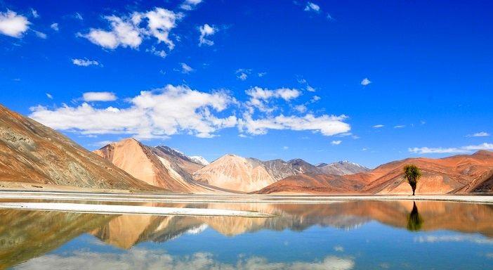 天国に一番近い塩湖!標高約4200m、インド『パンゴン湖』の絶景