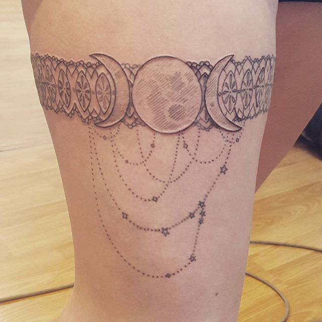 Finished this pretty garter today:) #moonphases #gartertattoo #cute!