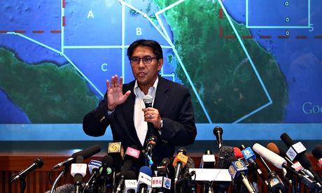 Flight MH370: passengers on stolen passports 'not Asian looking'