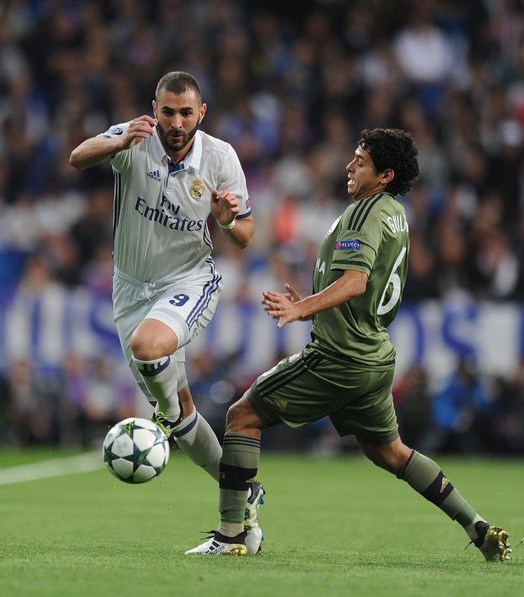 Karim Benzema of Real Madrid CF gets past Guilherme of Legia Warszawa during the UEFA Champions League, Group F match between Real Madrid CF and Legia Warszawa at Santiago Bernabeu stadium on October 18, 2016 in Madrid, Spain. (Oct. 17, 2016 - Source: Denis Doyle/Getty Images Europe)