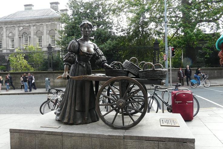 Molly Malone statue, Grafton Street