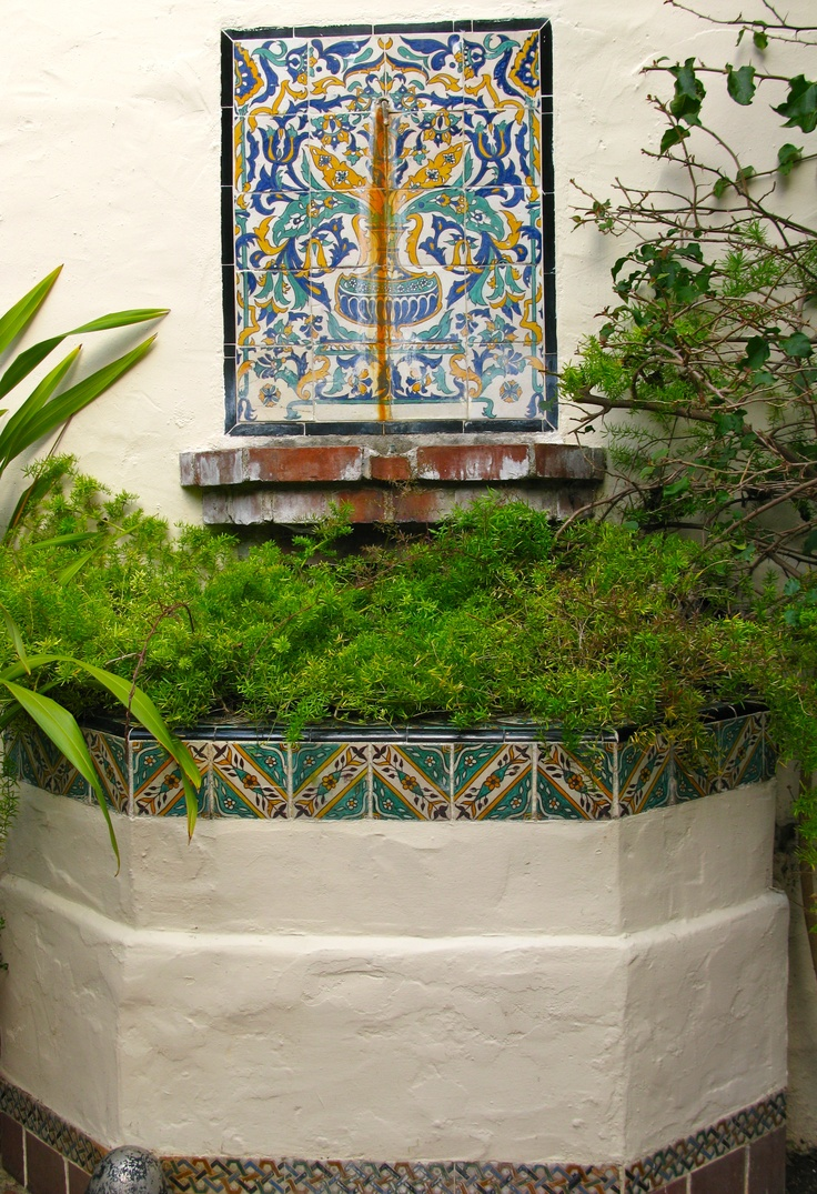 1000 images about spanish colonial water walls on for Spanish revival tile