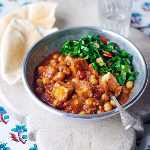 Tofu-kikkererwten curry. Ik doe zelf een schepje suiker bij het tomatenmengsel, dat haalt de bittere smaak eruit.