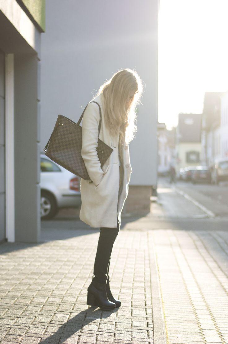 Dress: Hvíta kápan – BELLE | Allt milli himins og jarðar #style #fashion #outfit #ootd #clothes #coat #white #louis #vuitton #lv #bag