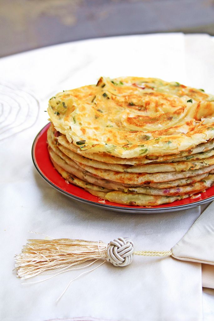 https://flic.kr/p/tWPdEM | Scallion Pancakes 葱油饼 [2/3] | Fluffed the top piece to accentuate the crispy, flaky crust. Roti canai much?