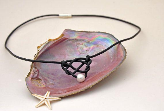 Perla e pelle cuore celtico nodo collana di ChristineChandler