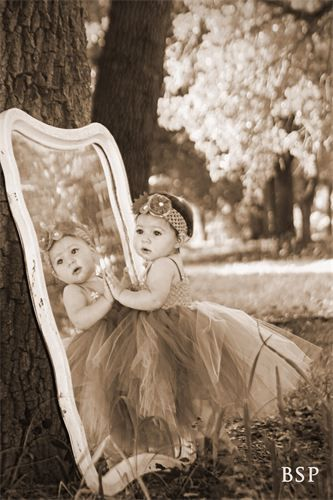 Tutu in mirror kid photo ideas