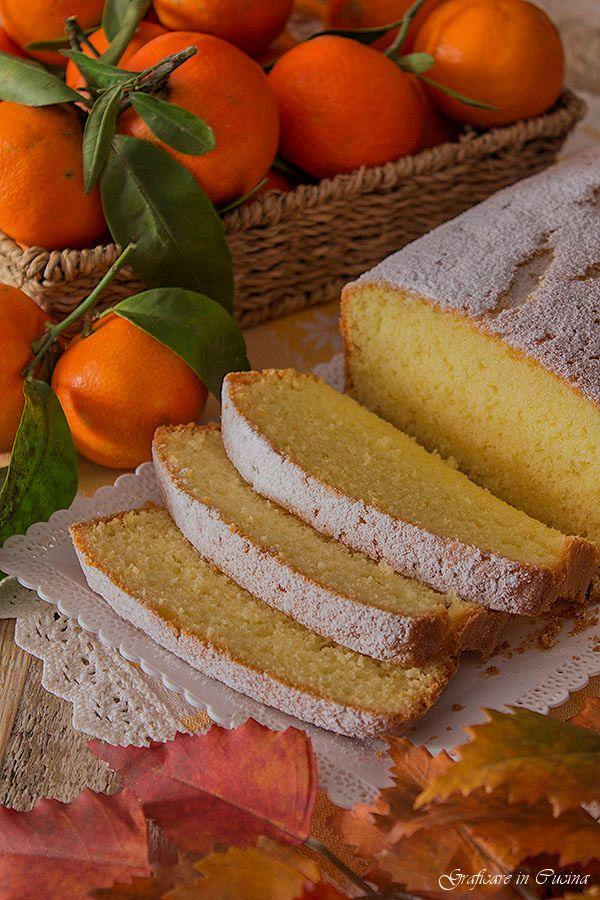 Plumcake con succo di clementine il dolce ideale da offrire ai bimbi per la merenda o per la colazione, ma che piace tanto anche  a noi grandi con una bella tazza di tè fumante. Questo dolce è molto semplice da realizzare, si può fare sia con il burro che con l'olio #graficareincucina #gialloblogs http://blog.giallozafferano.it/graficareincucina/plumcake-con-succo-di-clementine/
