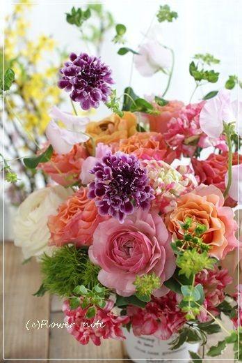 『【今日の贈花】お誕生日の祝花は華やかに♪』http://ameblo.jp/flower-note/entry-11833613628.html