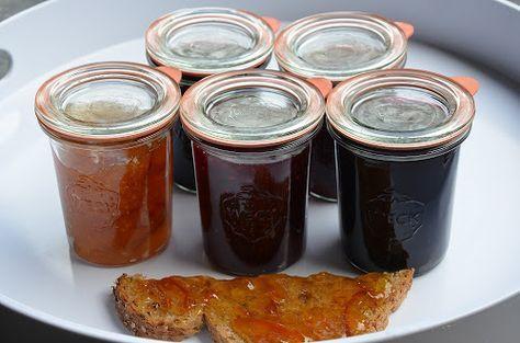 Verschillende soorten jam inmaken, gemakkelijk! Uw inmaakketel hoeft u maar 1 keer aan te zetten. Het kost wel wat voorbereidend werk maar zo bent u een aantal maanden voorzien van heerlijke jam voor in desserts, bij wild, op pannenkoeken of gewoon op de boterham!