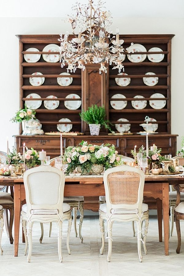 Peach and White Easter Tablescape | Calvin Elizabeth Photography on @thesocalbride via @aislesociety